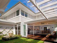 Relaxed indoor / outdoor living at Palm Beach. Australian traditional beach house and by Alex Stritt for… Outdoor Rooms, Outdoor Living, Indoor Outdoor, Weatherboard House, Home Landscaping, Coastal Homes, Coastal Cottage, Tropical Houses, Facade House