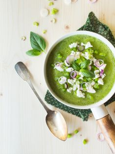 Cold Squash Soup with Basil & Feta Cheese Recipe Healthy Soup Recipes, Vegetable Recipes, Fast Recipes, Feta Cheese Recipes, Miso Soup, Soups And Stews, Food To Make, Food Photography, Food And Drink