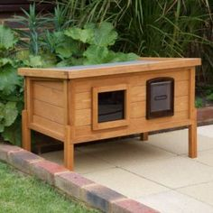Most current Pic Latest Photographs 15 Best Outdoor Dog Kennel Ideas Popular Today, dogs are wh. Ideas Nowadays, dogs are full household members, but this has not at all times been the case. Feral Cat House, Cat House Diy, Feral Cats, Chicken Coop Large, Outdoor Cats, Outdoor Ideas, Cat House Outdoor, Outdoor Rabbit Hutch, Dog Cave