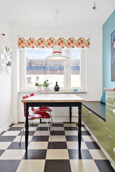 platsbyggd bänk i köket