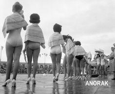 잉글랜드 북서부 랭커셔 주의 블랙풀(Black pool)에서, 1962년 9월 4일 미스영국 최종전 중에 갑작스런 소나기로 타월을 감싸고 있습니다. 동영상이 재미난데요~~