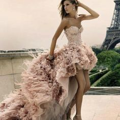 Ash - can this please be your wedding dress? Chic Special Design, Pale pink High-low Feather Wedding Dress by Zuhair Murad Haute Couture Fall Winter Collection Look Fashion, Fashion Beauty, High Fashion, Paris Fashion, Dress Fashion, French Fashion, Fashion Glamour, Fashion Shoes, Couture Fashion