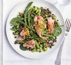 Toasted quinoa, lentil & poached salmon salad makes a filling, office friendly lunch!