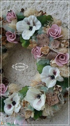Vintage pasztell tavaszi kopogtató ajtódísz (fabkata) - Meska.hu Floral Wreath, Wreaths, Diy, Vintage, Home Decor, Floral Crown, Decoration Home, Door Wreaths, Bricolage