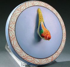 A NORITAKE ART DECO FIGURAL POWDER BOX XIRCA 1925 WITH MOLDED PHEASANT FORM FINIAL