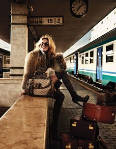 Julie Ordon for Elle Italy (December photo shoot by David Burton Gucci Travel Chic, Travel Style, Travel Wear, Luxury Travel, Jet Set, David Burton, How To Pose, Moda Fashion, Gucci Fashion