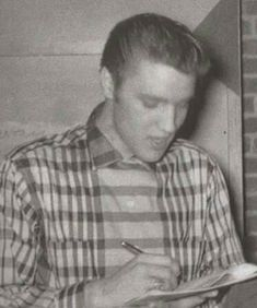 Young Elvis February 1955 in Little Rock, Ar. - Elvis never left Elvis Presley Priscilla, Elvis Presley Photos, Lisa Marie Presley, Are You Lonesome Tonight, Scotty Moore, Young Elvis, Thats The Way, Graceland, Country Music