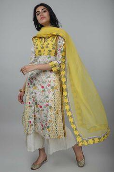 Dress Indian Style, Indian Dresses, Indian Outfits, Pakistani Dresses Online, Pakistani Dresses Casual, Kurta Designs Women, Salwar Designs, Indian Designer Suits, Designer Salwar Suits