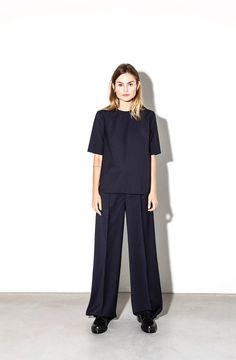 Moe Oslo is a contemporary women's clothing brand with Scandinavian roots. Oslo, Management, Normcore, Van, Suits, Clothes For Women, Sleeve, Model, Photography