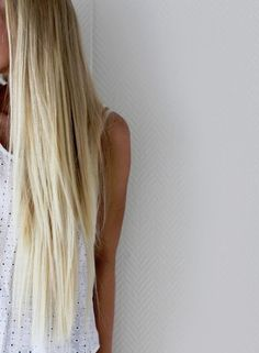 long blonde hair, awwwwww the length!! why isnt my hair growing as fast as I want it tooo! :/