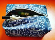 I love this fabric by Anna Graham for Cloud 9 fabrics. I've used it on many, many projects. I made this to fit a small moleskein journal and some gel pens for on the go. #sewing # pencil cases #artjournaling #cloud9fabrics #noodlehead531 #sewingzippers
