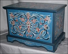 Beautiful Norwegian rosmaling trunk. Those are my people!