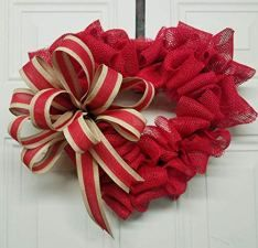 Fall in Love with These Valentine's Day Craft Projects (Fifth Edition) Christmas Mesh Wreaths, Valentine Day Wreaths, Valentine Day Crafts, Deco Mesh Wreaths, Holiday Wreaths, Valentines, Winter Wreaths, Floral Wreaths, Spring Wreaths