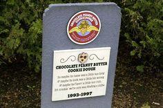 Essa curiosa atração fica ao lado da fábrica da de Ben e Jerry Graveyard Flavor em Waterbury, Vermont. Ao lado da fábrica há uma área com grama onde placas  em memória aos sabores aposentados são recordadas pelos fãs mais ardorosos.