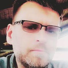 Mariusz Bedonski (@dochod.pasywny.surwiwal21wieku) • Zdjęcia i filmy na Instagramie Wayfarer, Ray Bans, Mens Sunglasses, Instagram, Style, Fashion, Fotografia, Moda, Man Sunglasses