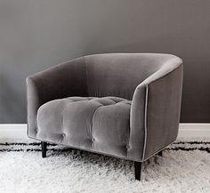 En av Sveriges största bloggar om inredning och design. Grey Velvet Chair, Velvet Armchair, Sofa Cloth, Scandi Bedroom, Dining Table Chairs, Arm Chairs, Best Sofa, Occasional Chairs, Furniture Decor