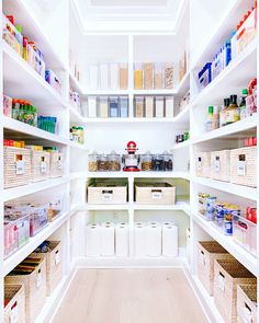 The Home Edit ©️| Shop this image in the link below Pantry Organisation, Pantry Room, Pantry Shelving, Kitchen Pantry Design, Kitchen Organization Pantry, Diy Kitchen Storage, Home Organization, Kitchen With Pantry, Organized Pantry