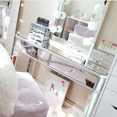 Stay motivated this hump day with a dose of #vanityinspo #repost @vani_room Featured: #ImpressionsVanityGlow with Frosted LED bulbs