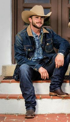 Mostly pics of cowboys I find from internet. A few of my own pics too. Cowboy Outfit For Men, Cowboy Outfits, Cowboy Up, Cowboy Boots, Cowboy Gear, Hot Country Boys, Cowboys Men, Rodeo Cowboys, Estilo Country