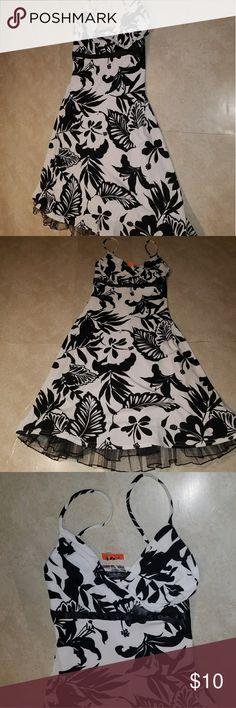 NWT City Triangles Floral Dress Size Small NWT City Triangles Floral Dress Size Small City Triangles Dresses Midi