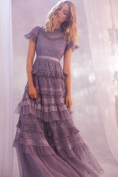 Perfectly mixing lace cocktail gowns, with flirty sundresses, and casual tees, Needle and Thread nails the art of serving up versatile fashion. Dance Dresses, Prom Dresses, Formal Dresses, Pretty Dresses, Beautiful Dresses, Needle And Thread Dresses, Looks Party, Lace Dress, Dress Up