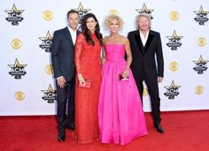 Pin for Later: Seht Taylor Swift, Nick Jonas und alle anderen Stars bei den ACM Awards Little Big Town