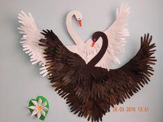 Коллективная работа «Лебеди» из обрисованных детских ладошек для украшения интерьера группы. Мастер-класс Фото
