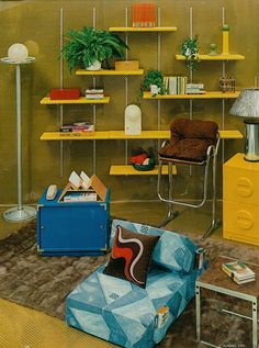 Smells like the 5 Retro Interior Design Ideas for Your Hip Living Room - Interior Design Inspirations Retro Interior Design, Mid-century Interior, Interior And Exterior, Interior Decorating, Interior Colors, Retro Design, 1970s Decor, Retro Home Decor, Retro Vintage
