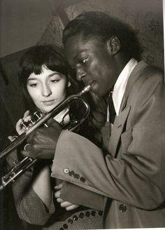 Juliette Gréco y Miles Davis en Le Tabou. Fotografía de Jean-Philippe Charbonnier