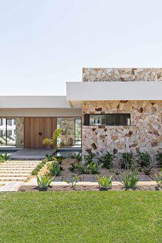 Stone Cladding Exterior, Stone Facade, Facade Design, Exterior Design, Interior And Exterior, Cladding Design, Patio, Backyard, Dream House Exterior