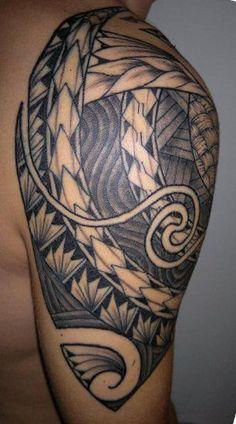 Tatouage Samoa sur l'Epaule et le Haut Bras d'un Homme rempli par Files et Bandes aux Gros Symboles et Bandages/tressages - Samoan Tattoo on Shoulder and Upper Arm : http://tatouages-polynesiens.polinesia2012.com/samoan-tattoo/ #samoan #tattoo