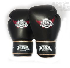 [JOYA PRO-LINE DE LUXE] Part of the Joya Pro Line this glove has a slightly looser fit than the Fantasy offering a good alternative to someone with larger hands. Made from high grade Thai leather these gloves offers a superior fit giving maximum comfort and durability.  A classic black glove with gold trim for the ultimate showboater.  The glove has a classic kickboxing glove shape with extra padding along the palm to offer protection when blocking kicks and knees. Mma Hoodies, Mma T Shirts, Kickboxing Gloves, Mma Gloves, Black Dragon, Black Gloves, Larger, Palm, Kicks