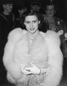 Princess Margaret Rose Windsor Countess of Snowdon and the younger sister of Queen Elizabeth II, was arguably one of the most popular royals in modern history. Royal Princess, Princess Party, Modern Princess, Princess Charlene, Princesa Margaret, Windsor, Princess Margaret Young, Margaret Rose, Princesa Real