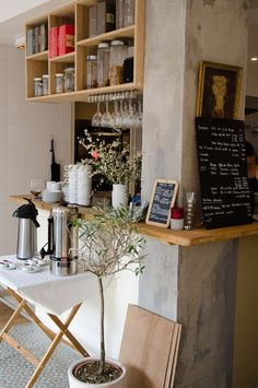 Home Decoration With Paper Flowers Cafe Bistro, Cafe Bar, Restaurant Design, Restaurant Bar, Design Salon, Interior Decorating, Interior Design, Decorating Ideas, Cafe Shop