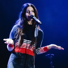 Lana Del Rey, love the shirt
