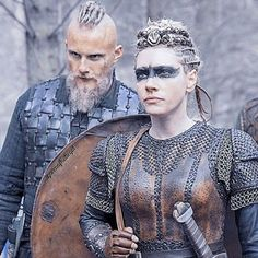 Fan of Vikings? The series recruits appearers Fan de Vikings ? La série recrute des figurant(e) s Fan of Vikings? The series recruits appearers Viking Hair, Viking Life, Viking Woman, Vikings Tv Series, Vikings Tv Show, Lagertha Vikings, Lagertha Hair, Larp, Viking Pictures