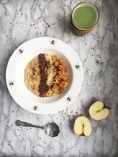 This is my fave weekday porridge at the moment. Its super quick to prepare so you can make it before work but its soon tasty. The ground almonds make it really creamy! Cinnamon Powder, Ground Almonds, Oatmeal, Tasty, Apple, Breakfast, Recipes, Food, The Oatmeal