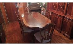 mesa de comedor con seis sillas estilo