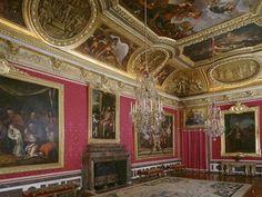 Le Salon de Mars, c'est la première pièce du Grand Appartement. Il s'agissait de la Salle des Gardes du Roi