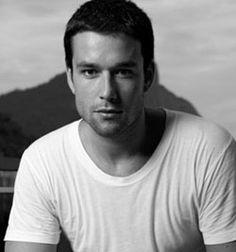 Ator e apresentador de TV brasileiro, com história no cinema, teatro e na TV, Sergio Marone tem gosto apurado para as coisas boas da vida.