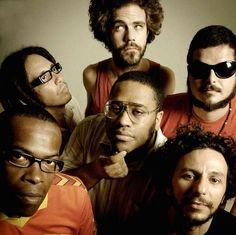 """AO VIVO NO CCJ: BNEGÃO E SELETORES DE FREQÜÊNCIA O rapper e sua banda apresentam uma mistura de hip hop, ragga, dub, jazz, samba, soul e funk carioca. / Centro Cultural da Juventude Ruth Cardoso – anfiteatro. Zona Norte. Dia 29, 18h O rapper e sua banda apresentam uma mistura de hip hop, ragga, dub,...<br /><a class=""""more-link"""" href=""""https://catracalivre.com.br/geral/agenda/barato/bnegao-e-seletores-de-frequencia-ao/"""">Continue lendo »</a>"""