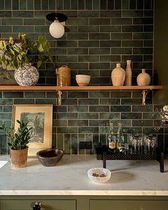 Interior Design Inspiration, Home Decor Inspiration, Decor Ideas, Home Design, Green Kitchen Designs, Design Kitchen, Small Dining, Kitchenette, Home Interior