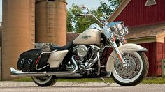 Harley-Davidson Road King Classic Shows 2014 Upgrades http://buff.ly/1fVpzY6