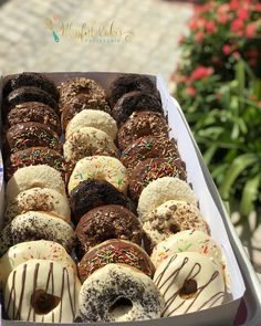 Delicious Donuts, Delicious Desserts, Yummy Food, Tasty, Sweet Recipes, Snack Recipes, Dessert Recipes, Cake Decorating Amazing, Food Platters