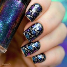 The Siren nail art by Penélope Luz Glitter Roots, Glitter Lips, Pretty Nail Designs, Nail Art Designs, Gorgeous Nails, Pretty Nails, Mermaid Nail Art, Glitter Wine Glasses, Glitter Eyeshadow Palette