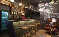 Pub irlandês com toque brasileiro: veja ideias para ambientes descolados