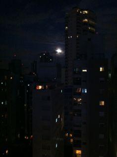 Lua cheia em São Paulo, no dia da abertura da Copa 2014