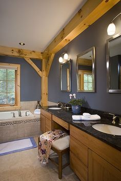Bathroom photo in an Eastern White Pine Woodhouse timber frame home