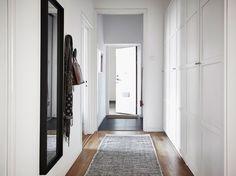 Post: Dormitorio nórdico azul con balcón --> blog decoración nórdica, decoración dormitorio, dormitorio azul, dormitorio nórdico, Dormitorio nórdico azul con balcón, estilo nórdico, pared azul fuerte, textiles dormitorio