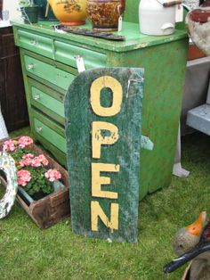 C. Dianne Zweig - Kitsch 'n Stuff: Where Would You Rather Be: Outdoors Mulching Or Junking At A Juicy Flea Market ?